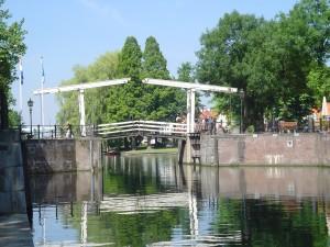 Welkom bij VERON afdeling Nieuwegein. Dit is een van de foto's van de QSL kaart van afdeling Nieuwegein; de brug