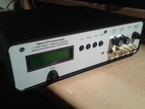 Zender (1 watt) voor 23cm amateurtelevisie, op basis van modules van PE1ACB.