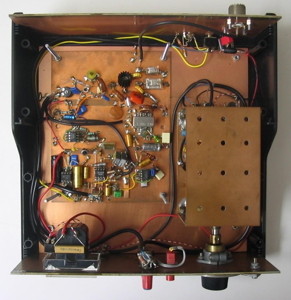 Een klassieke QRP transceiver van binnen