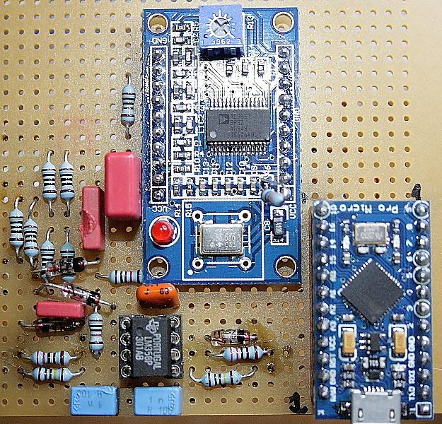 Een antenne SWR sweeper werkend van 0,8 tot 89 MHz