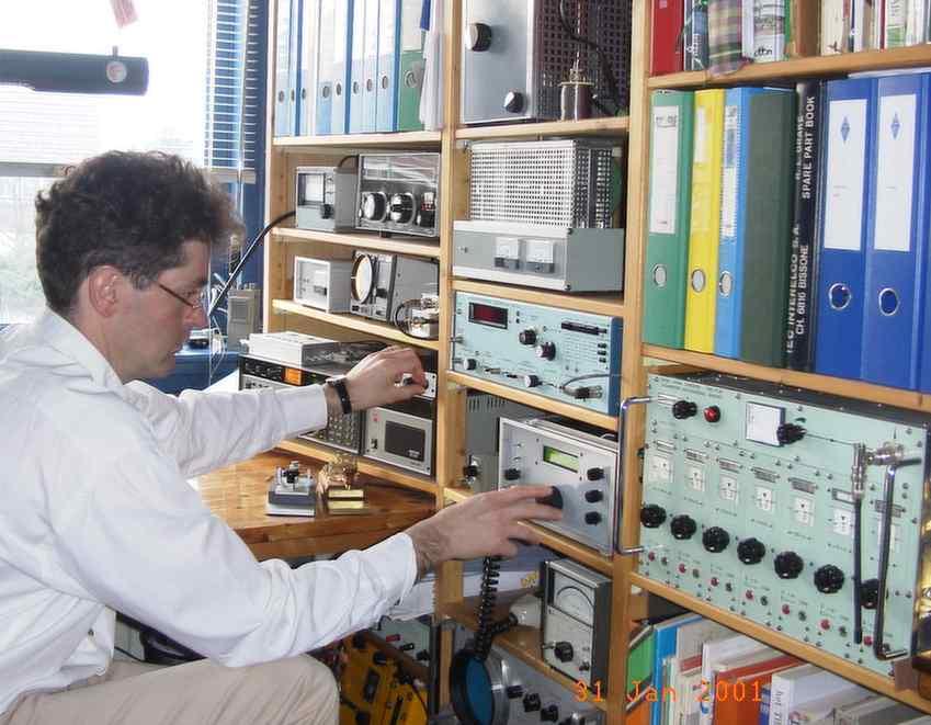 De radiozendamateur in zijn/haar natuurlijke omgeving.
