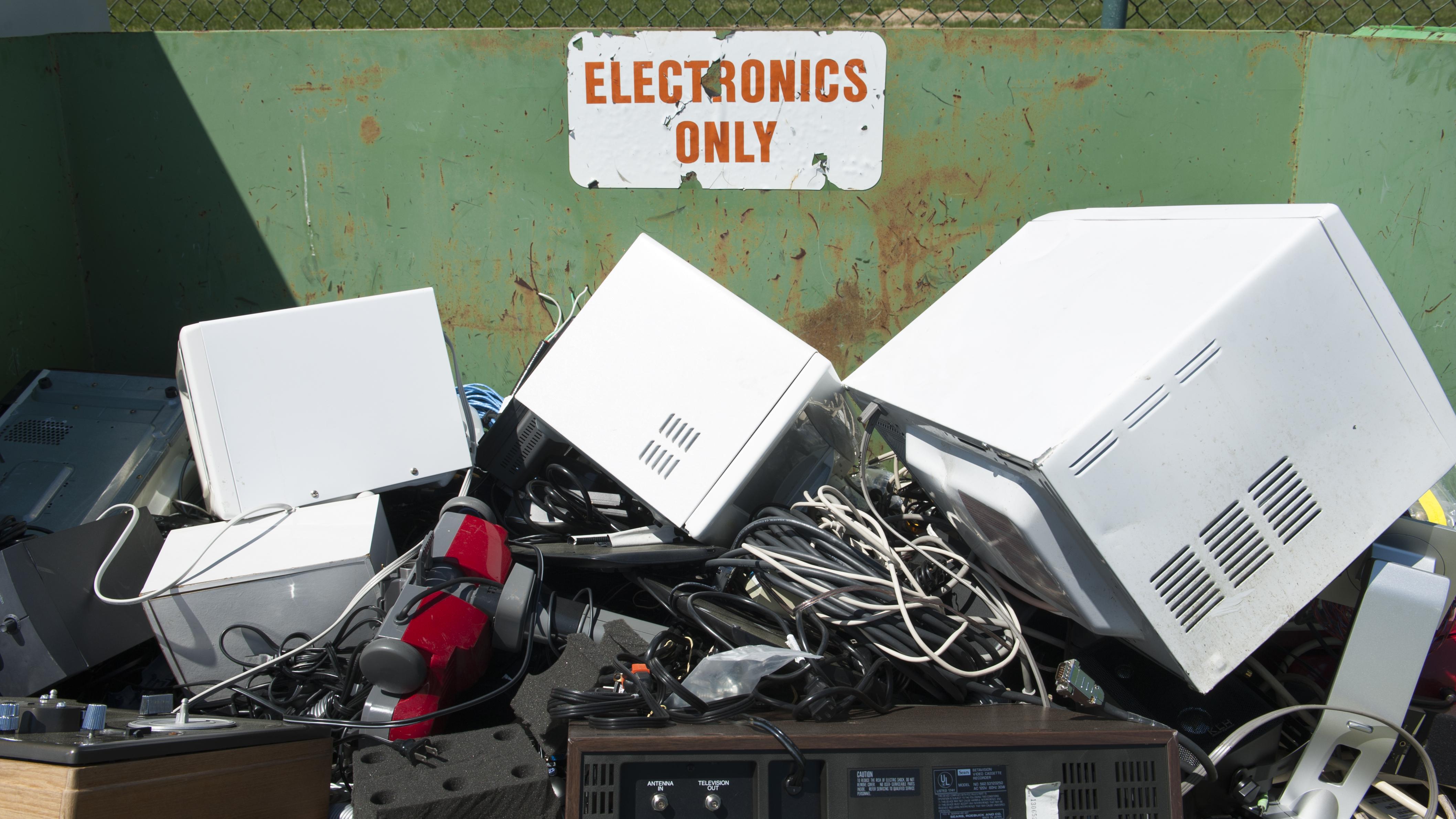 Roadkill Computing met basismateriaal uit de vuilcontainer