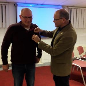 Daan Minderhoud (PA1FMR) ontvangt VERON Gouden Speld